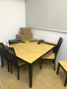kitchen table and chairs / dining table