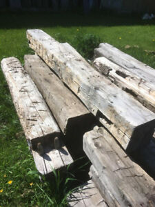 poutre de grange originale, équarrie (tailler à la hache)ou scié