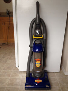 BAGLESS Eureka Vacuum with Power Paw for Pets in Castlegar