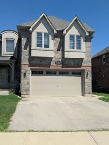 Beautiful 4 Bedroom Family Home in Oakville! (Dundas&Third Line)
