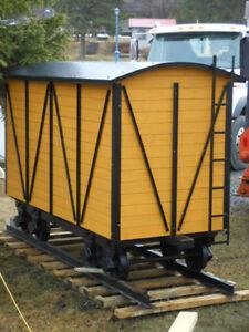 Mini wagon sur rails - remise à porte coulissante