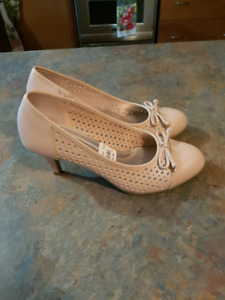 One pair of ladies Comfort Plus by predictions brand new never u