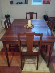 Beautiful dining table and four chairs. With leaf.