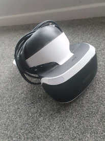 PS4 VR WITH ACCESSORIES AND GAMES