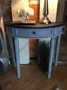 Gorgeous Accent Table With Drawer