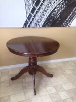 Small pedestal able 4 with 4 chairs