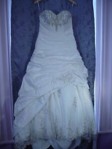 ANTIQUE CREAM WEDDING DRESS