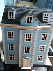 12TH SCALE DOLLS HOUSE