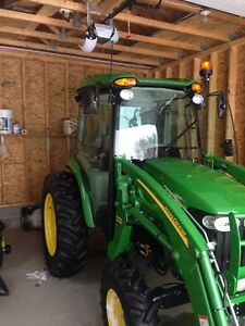 2013 John Deere 4320 with 400X Loader With Full heated / AC Cab