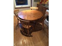 Round line table with 4 chairs