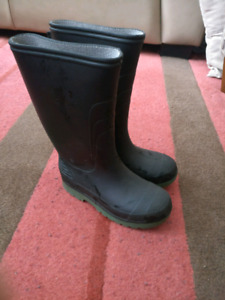 Kids size 13 rubber boots
