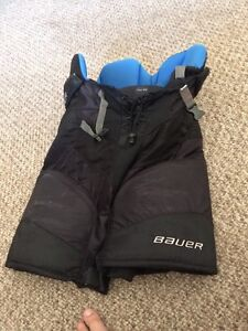 Youth large hockey pants worn but still in good condition  Stratford Kitchener Area image 1