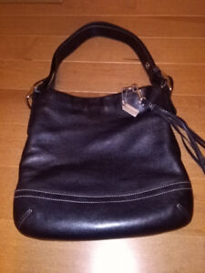COACH PURSE - BLACK LEATHER **MINT CONDITION**