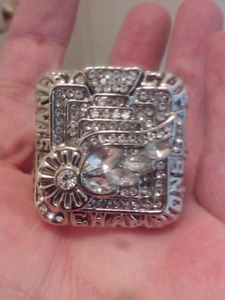 LARGE HEAVY DETROIT RED WINGS STANLEY CUP CHAMPIONSHIP RING.