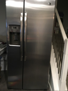 GE  SS SIDE BY SIDE REFRIDGERATOR with ice maker & water