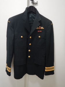 AIR FORCE SERVICE COAT CIRCA 1971