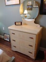 GORGEOUS SOLID WOOD 3 DRAWER DRESSER