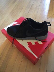 Nike Roshe women 10 size or men 9