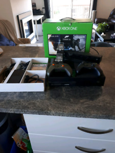 Xbox One mint condition with 2 remotte and cod. black ops 3