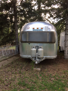 Airstream Globetrotter 21'