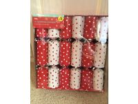 Box Of 12 Red And White Christmas Crackers Brand New