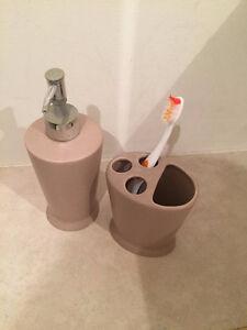 Porte brosse dent et distributeur de savon