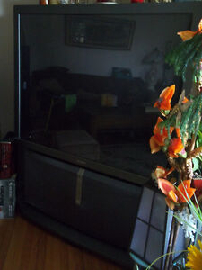 Sony 52 ' large projection TV $100 or Best Offer
