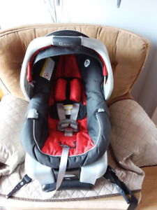 Graco Snug Ride 30 baby car seat/baby carrier and base