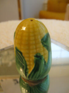 "VINTAGE ""CORN-on-the-COB"" SEASONING SHAKER"