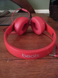 Beats by Dre solo 2 on-ear headphones.