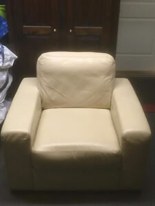 Beige Leather/Cuir Armchair/Fauteuil - Very Good Condition West Island Greater Montréal image 1