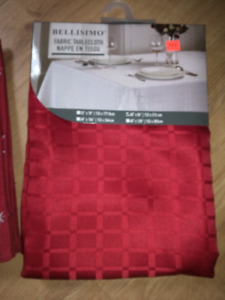 Table cloth & 4 place mats BRAND NEW