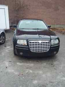 2006 Chrysler 300 black on beige