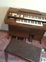 ***REDUCED*** Hammond Electric Organ