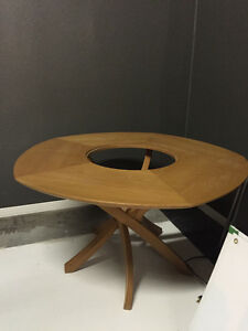 table de cuisine ronde en bois de qualite  8 places