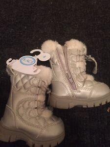 Childrens Place size 4 winter boots London Ontario image 1