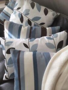 Lot 5 coussins blancs brun-noir et bleu Bouclair housse lavable