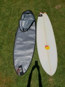 For sale surfboard 6'10 mini mal, doughnuts Australia board bag