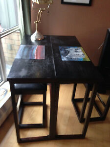 Perfect Collapsible Dining Table and Stools