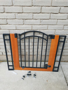 """Baby Gate - fits openings 29.5 - 40.5"""""""