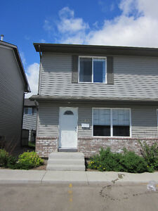 3 bedroom townhouse condo for rent April 1st