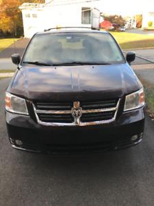 2010 Dodge Grand Caravan SXT 4.0L (Swivel n' Go)