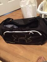 Small under armour duffle bag black