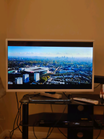 JVC 32IN LED tv / freeview/HDMI/USB/as a very nice slim back
