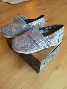 TOMS Toddler Tiny Classic Glitter Silver Slip-on Shoes - sz 5.5
