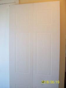 Interior bi-folding door