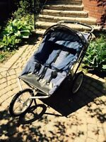 Chariot double wide jogging stroller with handbrake