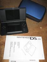 Nintendo DS Lite Bundle + 8 Games / Jeux