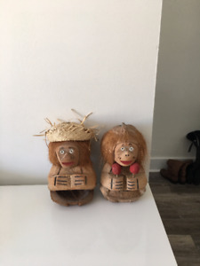 2 carved coconut monkeys