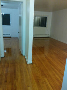 3 1/2 AND 2 1/2 FOR RENT IN NDG AREA [FREE HEATING + HOT WATER]v